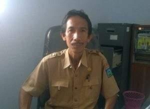 Sekretaris Dinsosnakertrans Kabupaten Dompu Drs Abdul Haris. (foto sarwon/lakeynews.com)